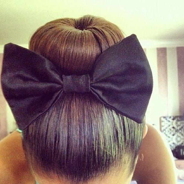 I love the bow it's works really well in this hair style :)