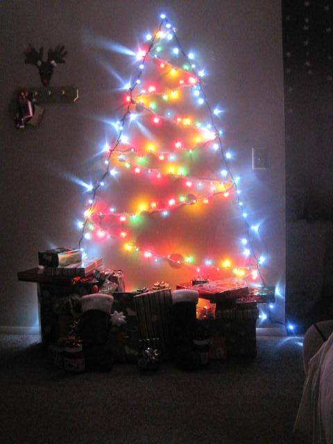 Tree lights on the wall ~ cute idea! Holiday Ideas Pinterest Walls, Lights and Christmas tree