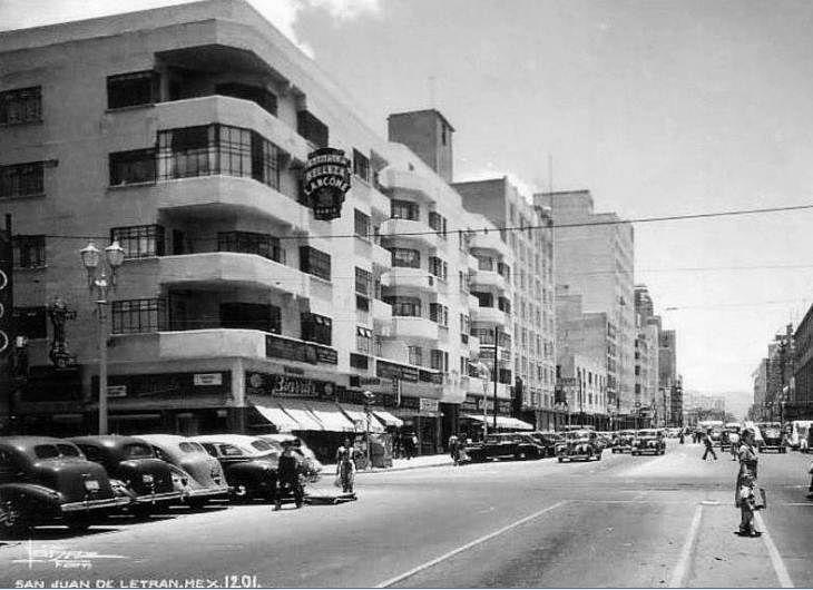 Calle de Victoria y San Juan de Letran de doble sentido, actualmente el edifcio de la esquina ya no existe, cayendose durante el sismo del 85, en su lugar se levanto un edificio que alberga la plaza de la Tecnologia. ca. 1960
