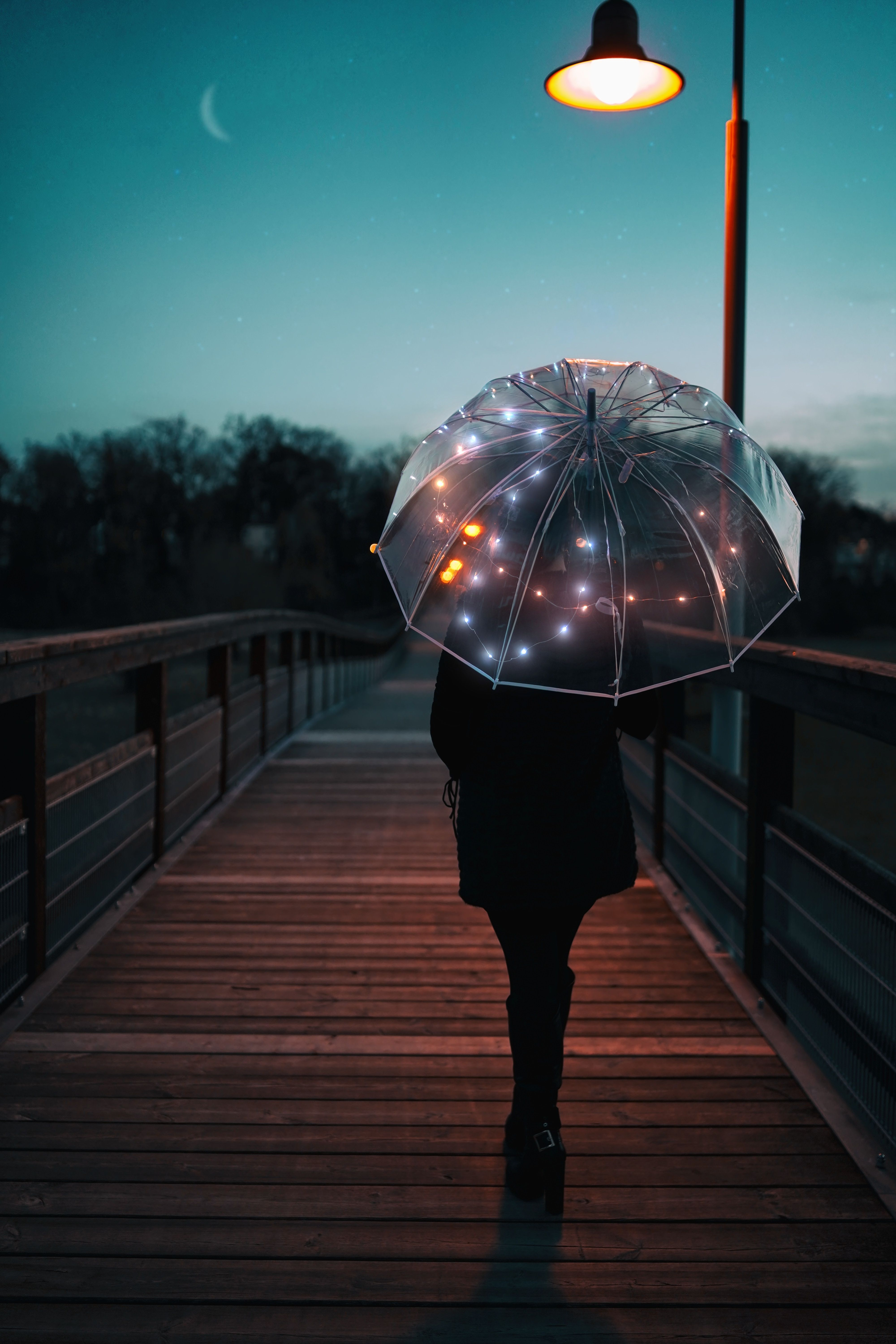 Wallpapers Reflection World Video Girl Night Dream Pictures Umbrella Wallpaper