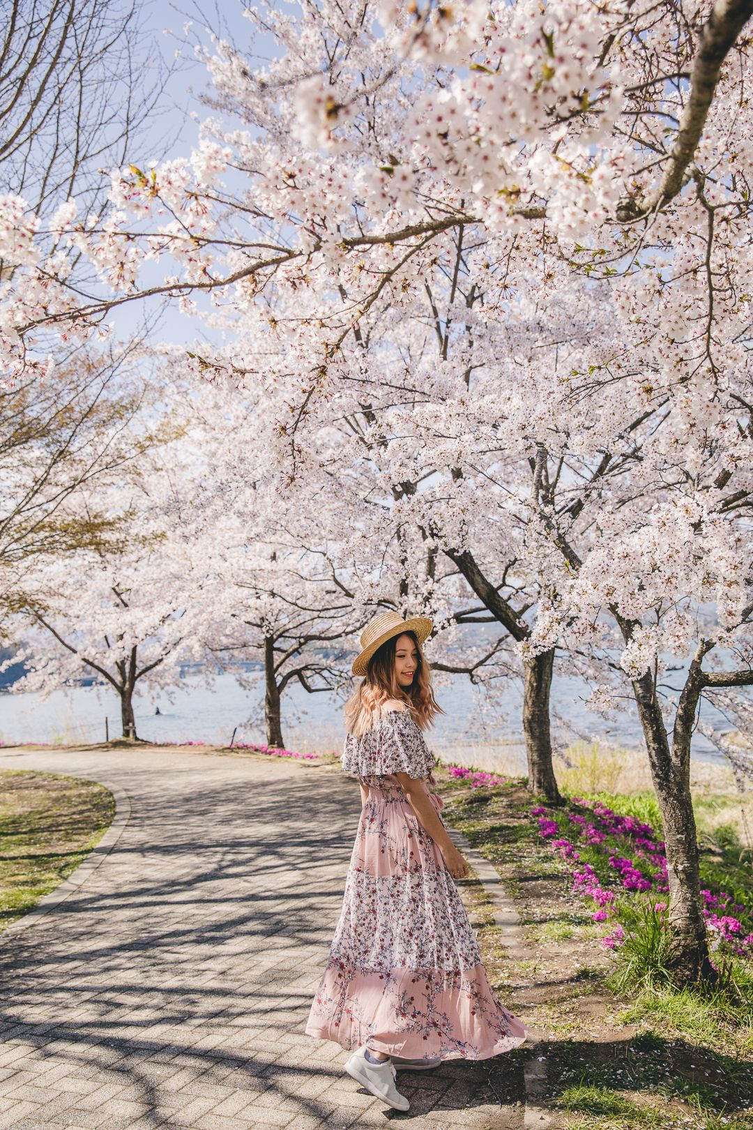 One Monster Lake Kawaguchiko Full Day Itinerary Connie And Luna Cherry Blossom Outfit Spring Outfits Japan Spring Photography