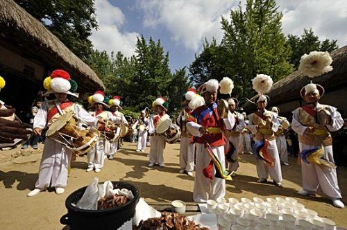 Korean Folk Village Hangawi Festival (한국민속촌 한가위대잔치 한가위 좋을씨고), Korea   NonPeakTravel.com