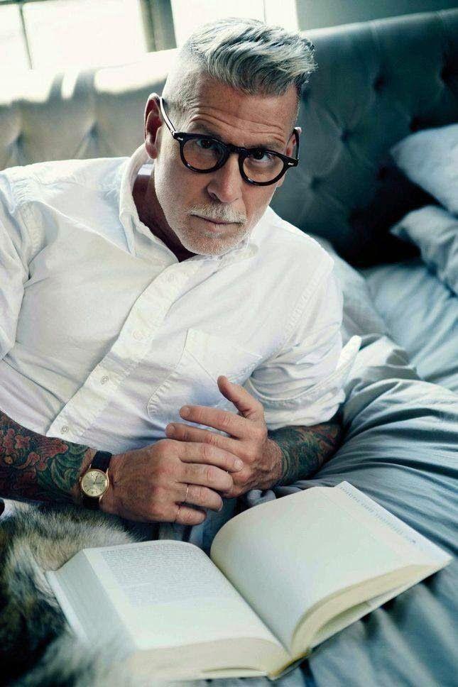 les 25 meilleures id es de la cat gorie cheveux gris homme sur pinterest coiffure cheveux gris. Black Bedroom Furniture Sets. Home Design Ideas