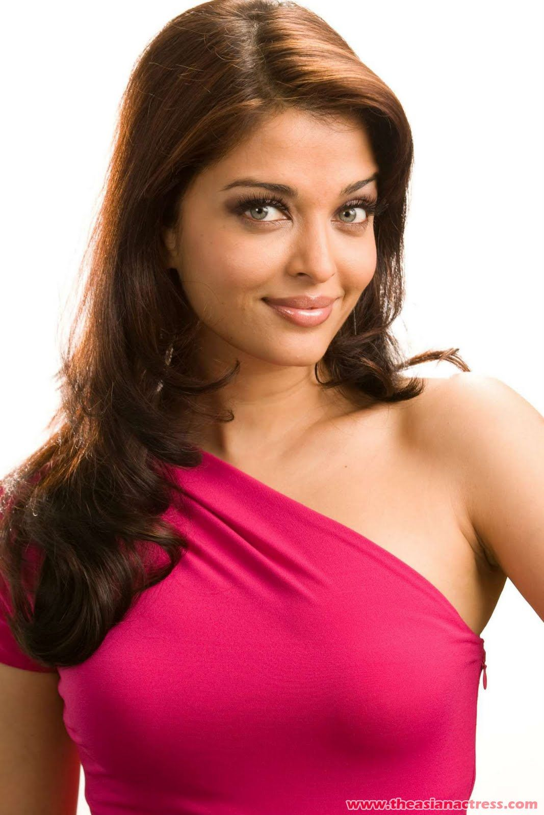 Aishwary Rai In Pink Panther 2 Promo Aishwarya Rai Zimbio Aishwarya Rai Photo Aishwarya Rai Pictures Aishwarya Rai