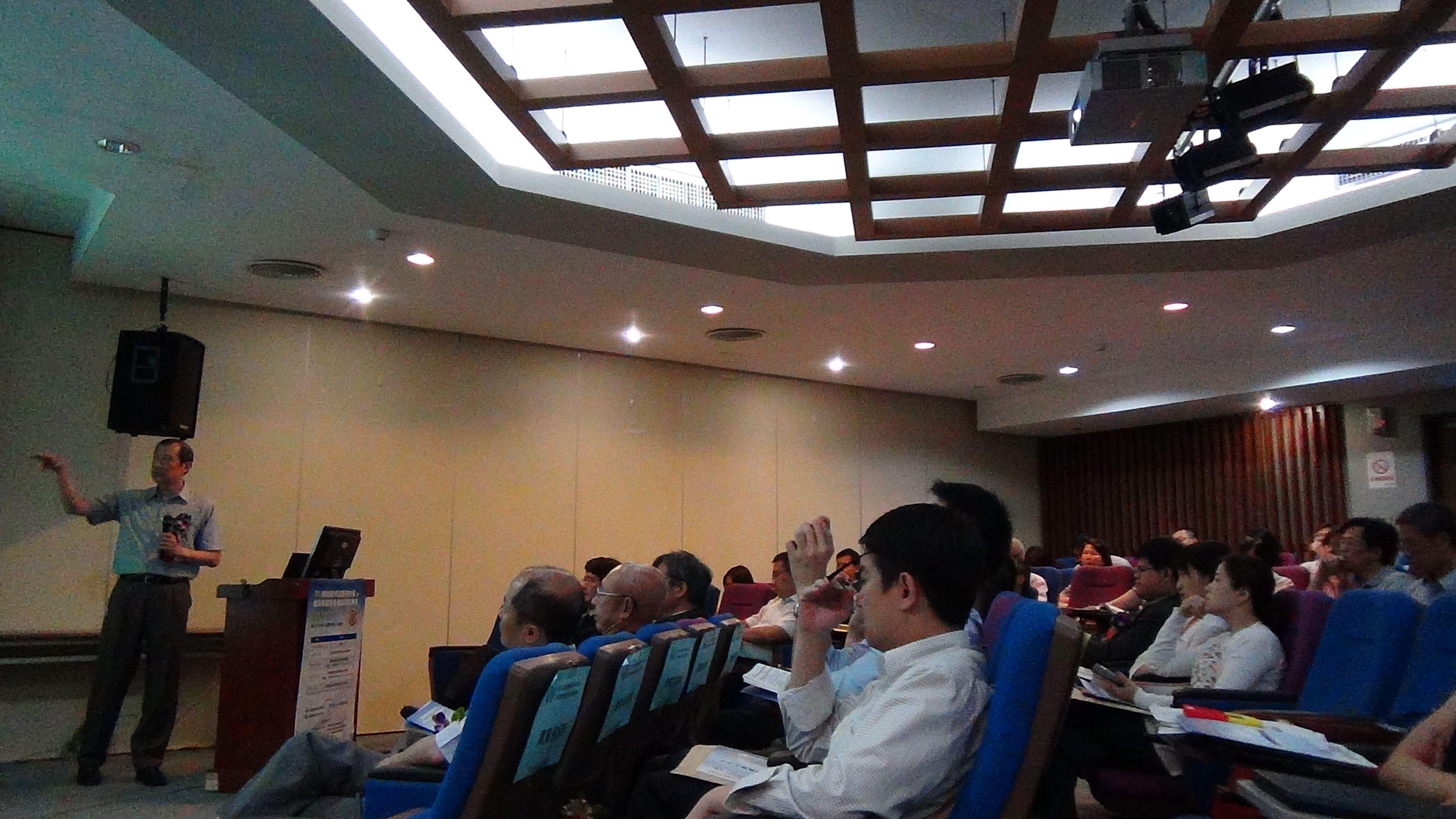 葉啟信先生介紹MOOCS國際趨勢與新興公司的服務