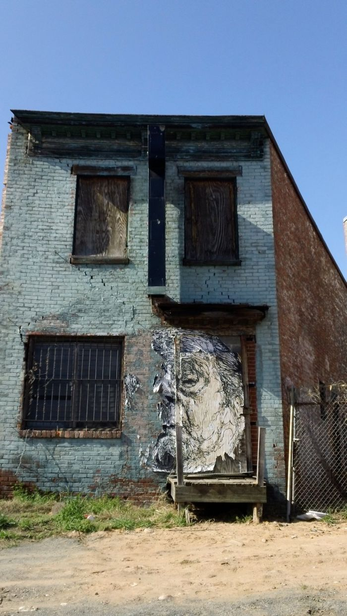 Half Face Graffiti On Condemned Building In D C Photo By Sam Mullany With Images Graffiti Street Art Art World