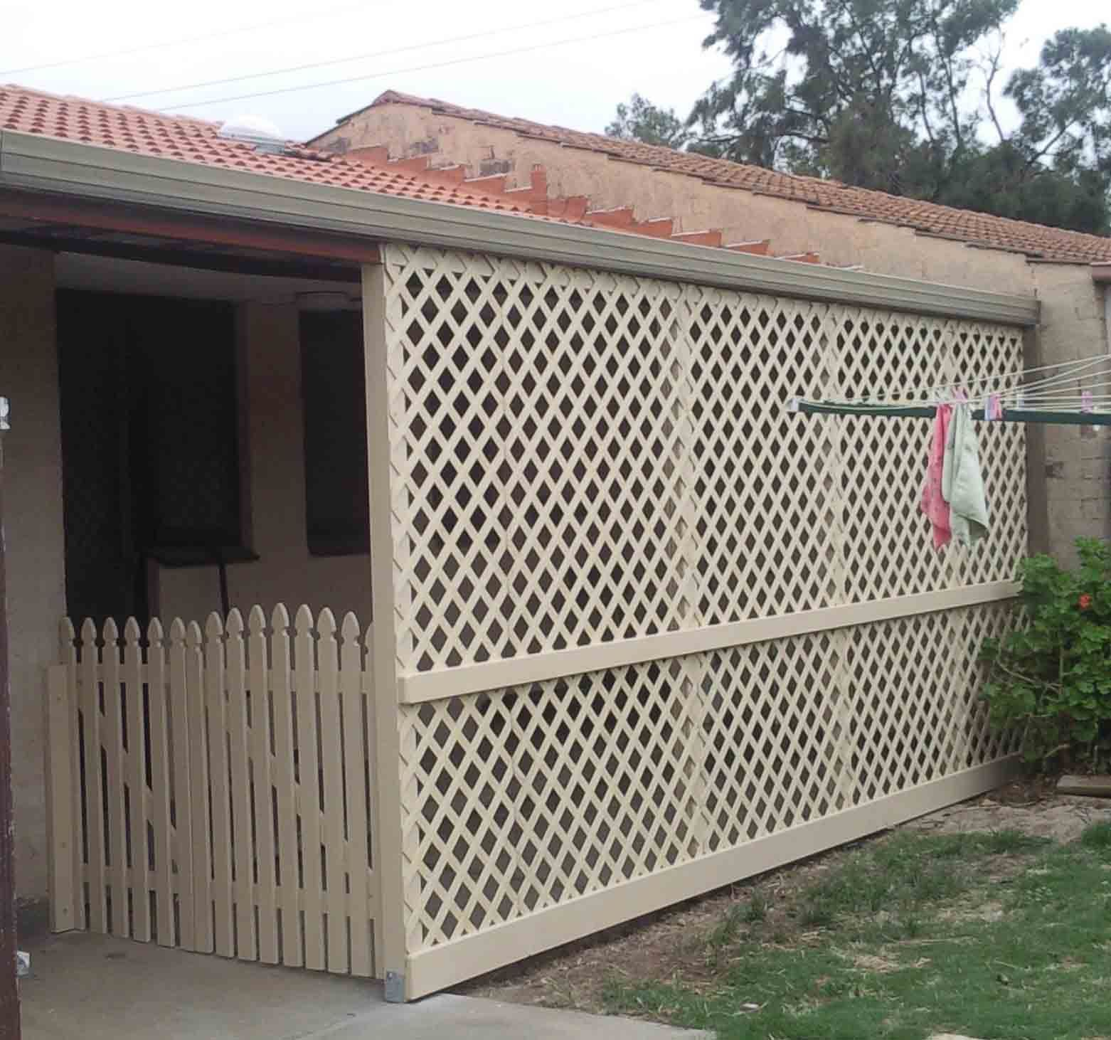 Lattice fence ideas cutting vinyl fencing pvc lattice for Outdoor privacy fence screen