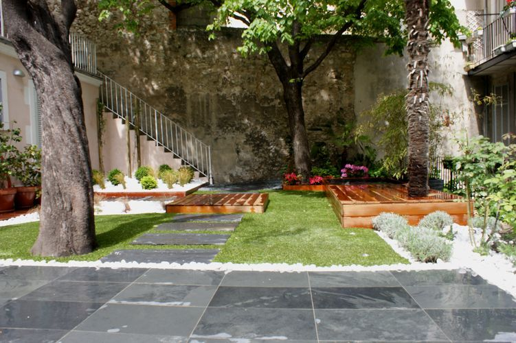 Jardin dalles et gazon by Bao Garden | Jardin de ville | Pinterest ...