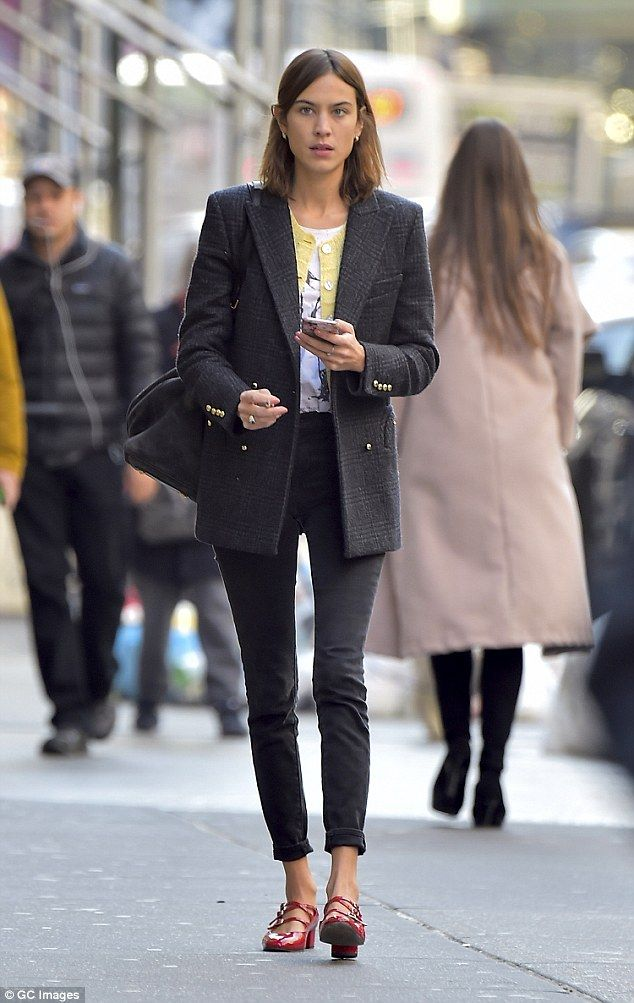 48c93d5382bc Fashionista: Alexa Chung, 33, cut a typically stylish figure as she stepped  out to do a spot of shopping in New York's Soho district on Wednesday