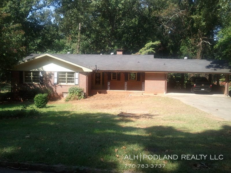 Huge Decatur Ga Ranch On A Full Finished Basement 6 Bedrooms Fenced Yard Hardwood Floors Maple Cabinets Gran Fenced In Yard House Rental Renting A House