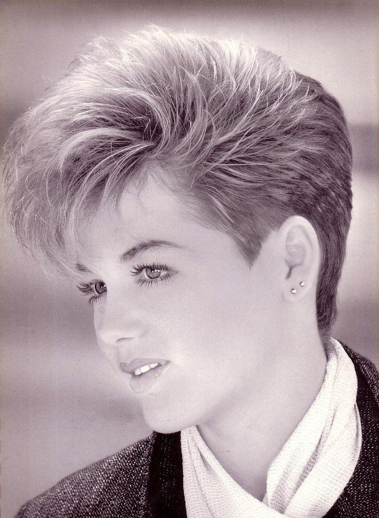 Page 018 - Crop 06   Shot hair styles, Haircuts for medium ...