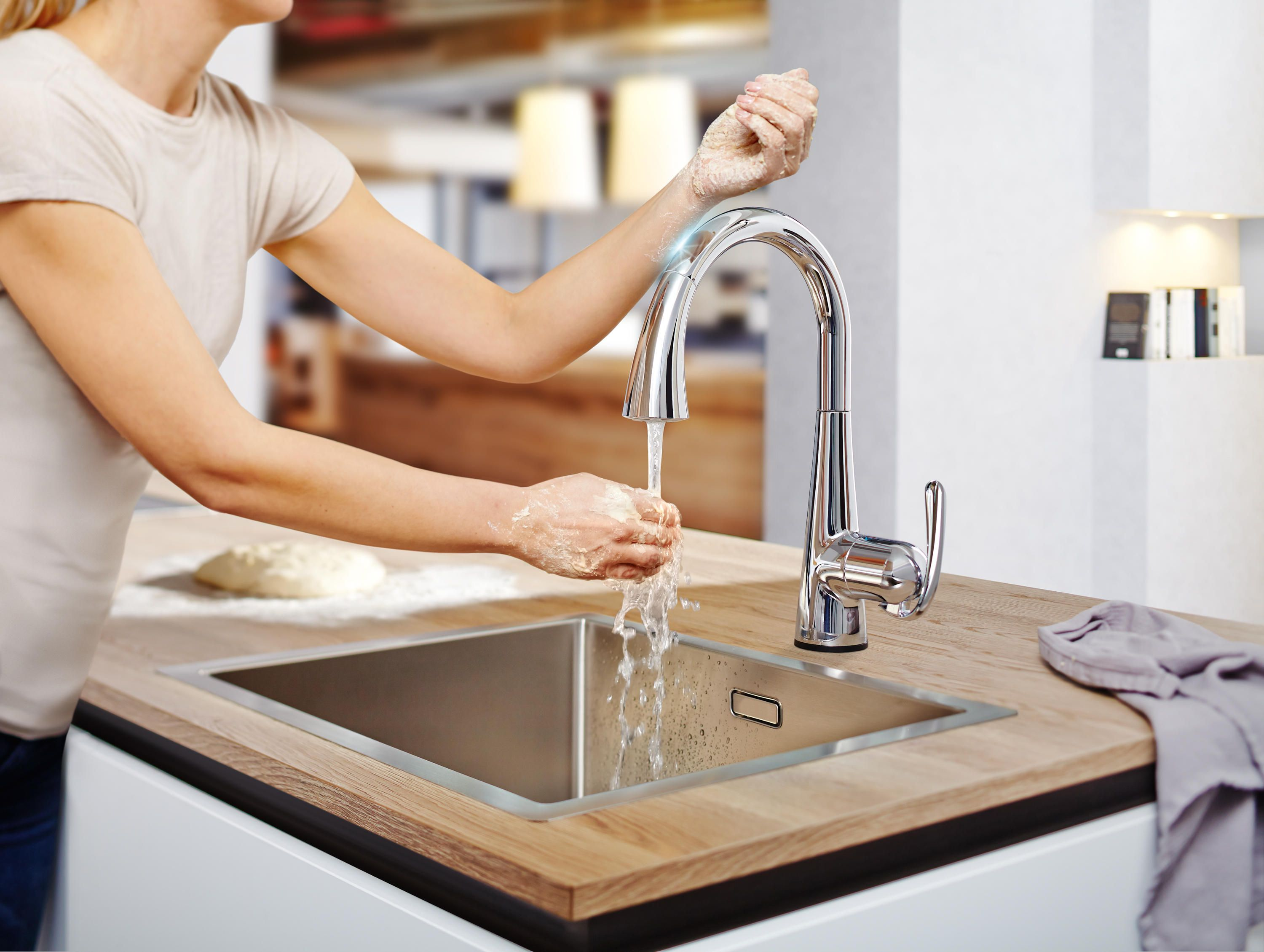 Use GROHE's Easy Touch Technology to