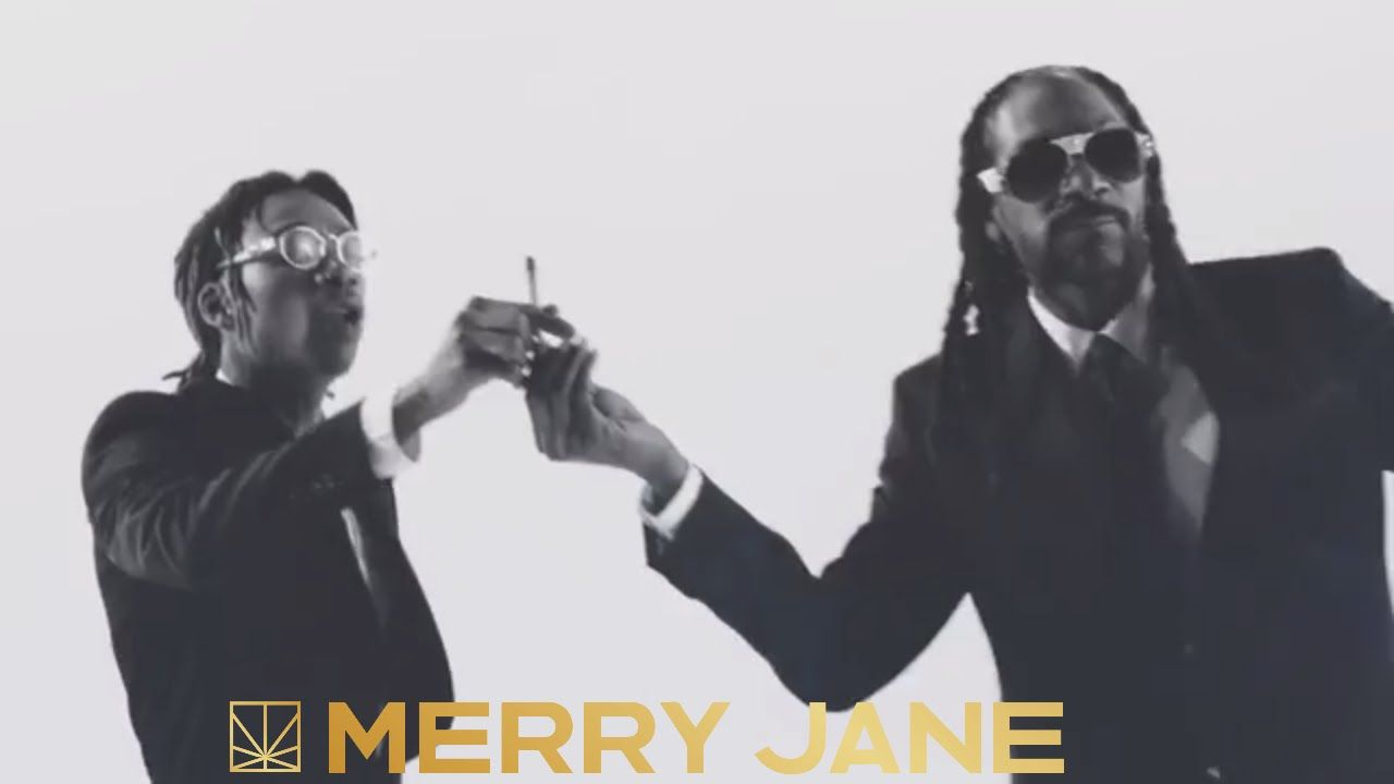 Snoop Dogg Feat Wiz Khalifa Kush Ups Official Music Video Snoop Dogg Dogg The Wiz