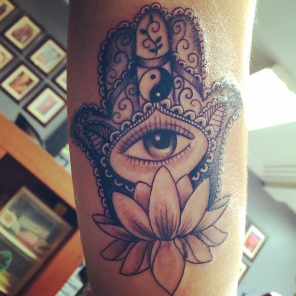 049ab6228 Hamsa, yin yang and lotus | Piercings & Tattoos | Hipster tattoo ...