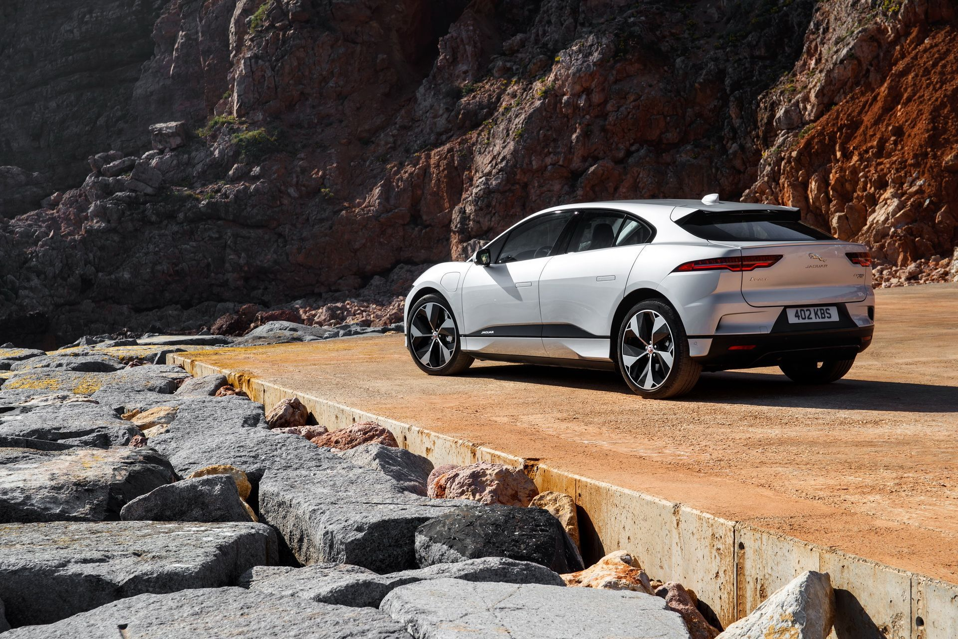 Jaguar Land Rover Investing 18 Billion In Evs Carscoops Jaguar Land Rover Land Rover Jaguar