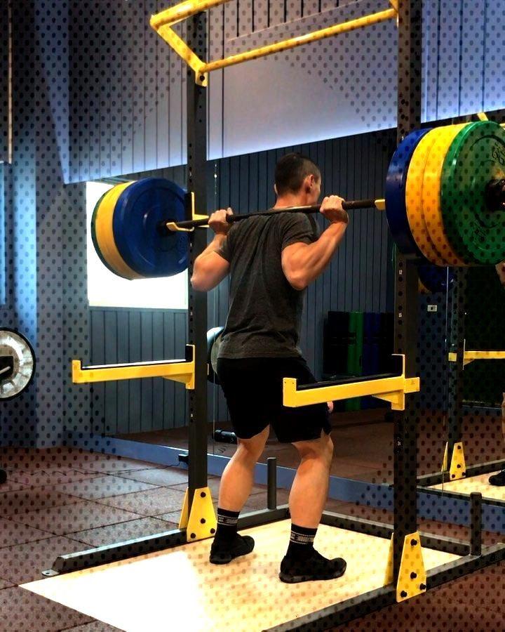 - Back squat 10*5 蹲完就沒力了 Pull-up 10*5 One arm row 12/12*5 這些留著下班前再練