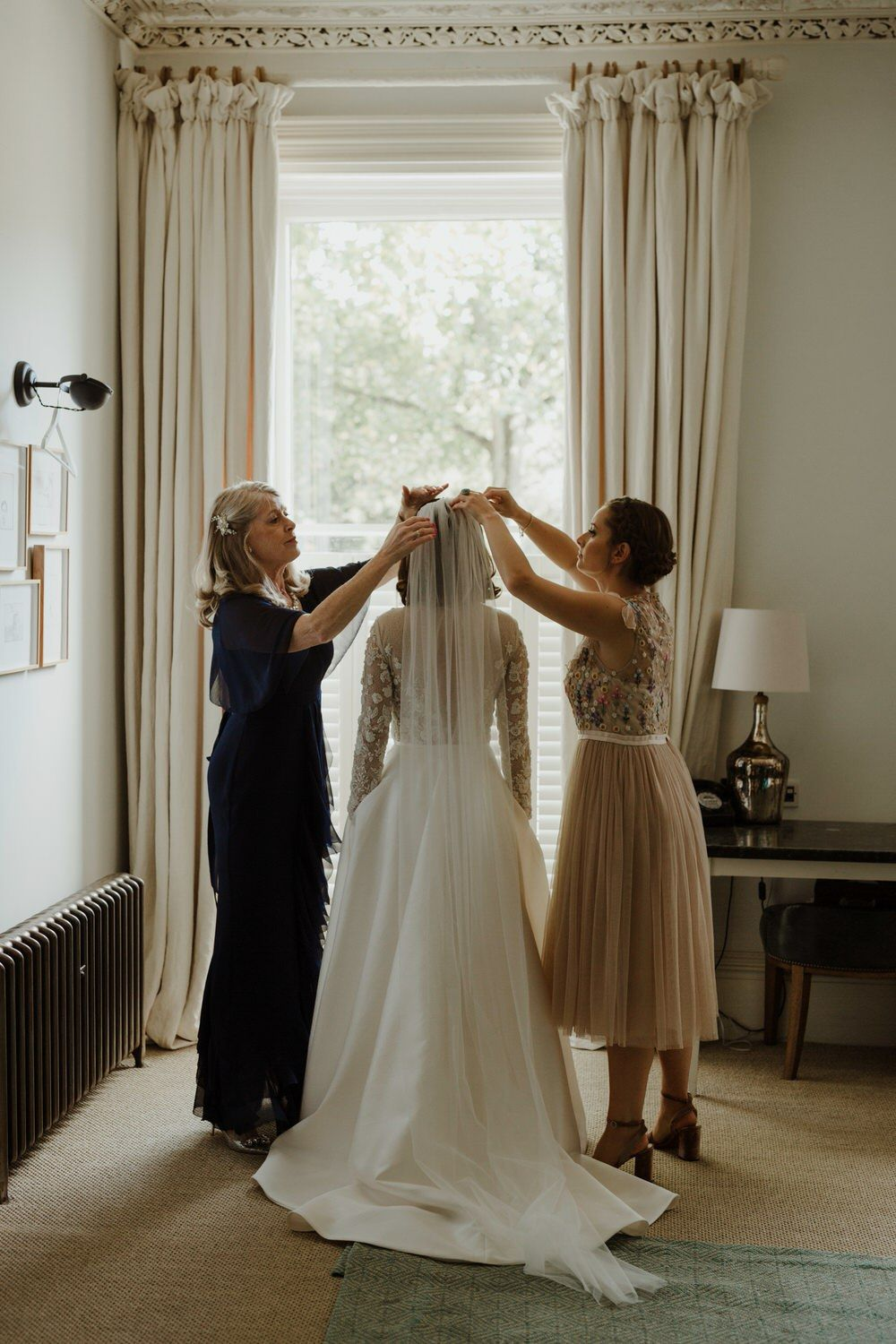 Emma Beaumont Bespoke Bride For A Stylish Intimate Town House ...