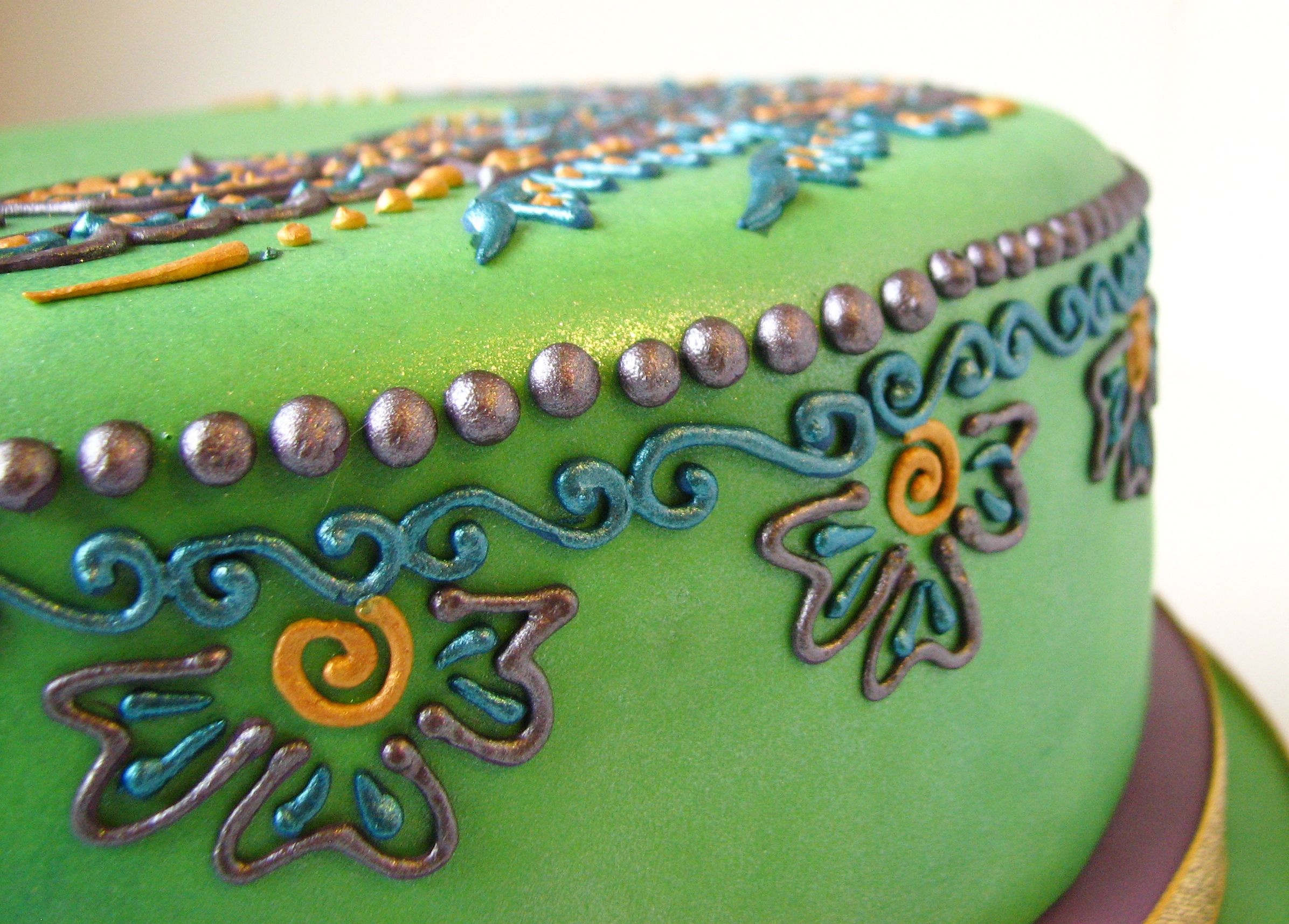 Mehndi Inspired Cake : Green crescent henna mehndi cake bollycakes