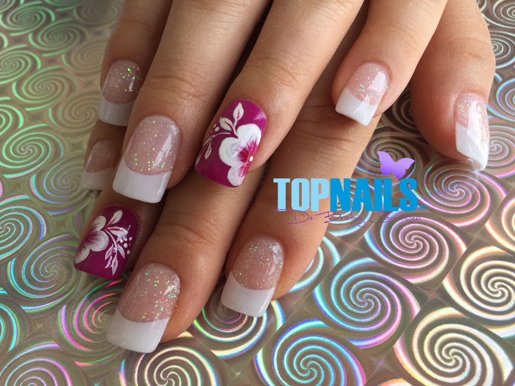 Uñas Acrílicas Francesas con Glitter y Decorado Floral ...