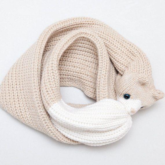 Tejido de lana suave y de alta calidad con una costilla media. En la ...