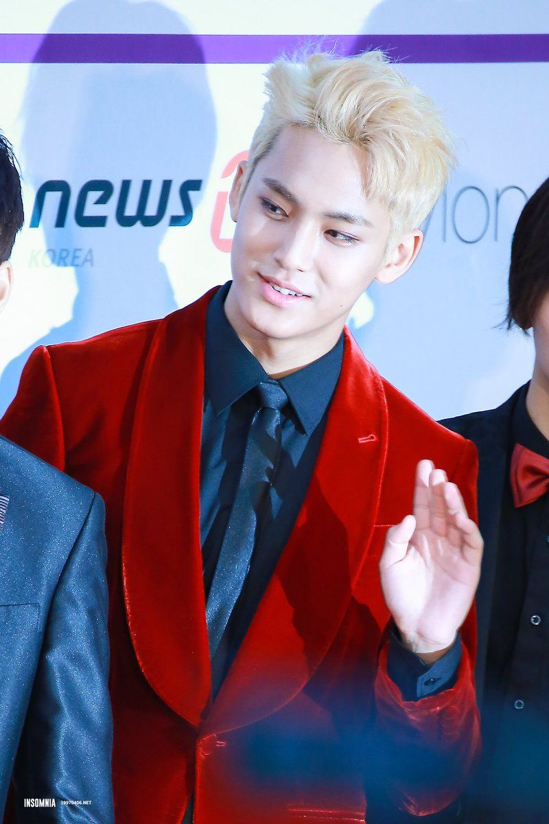 "GOSEVENTEEN 고 세븐틴 on Twitter: ""161116 #SEVENTEEN #MINGYU @ ASIA ARTIST AWARDS https://t.co/jwZoLI8Rfd"""