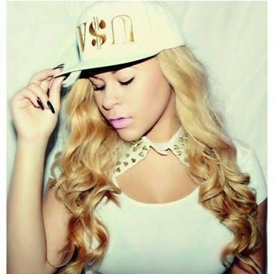 Get this dope look like  @themixedgirlswagg  #SunsetVintageFlex USA Snapbacks available now www.houseoftreli.com