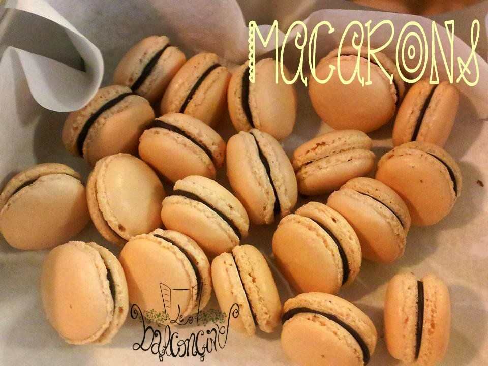 """Balconcine on Twitter: """"E se nel sacchetto dei dolci, stasera, mettessimo degli #irresistibili #macarons? Happy Holloween #choccolate #cream https://t.co/taTAg1vFqO"""""""