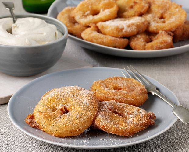 Beer Batter with Sweet Cinnamon Apples recipe by Stella Artois, Tom Aikens. With Stella Artois Beer . Serves 4. Find more great Hot Puddings recipes at Kitchen Goddess.
