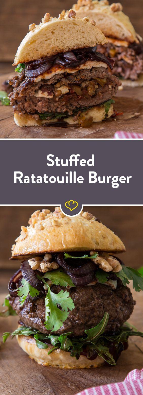 Stuffed Burger mit Ratatouille, Feta und Bourbon Zwiebeln #stuffedburgerrecipes