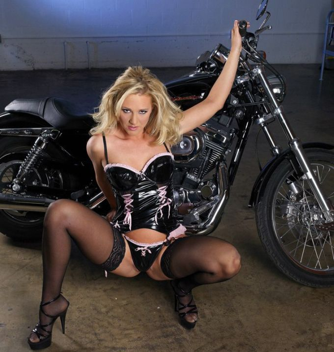 Hot nude biker chicks