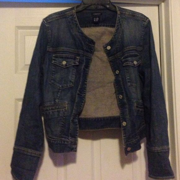 final flash saleGap stretch denim jacket Pre loved GAP stretch denim jacket with 3 buttons on cuff sleeve. This jacket is so comfy and has a vintage wash look.(see pics)Has tons of life left. It has been stored away in my closet and it's time for a new owner. GAP Jackets & Coats Jean Jackets