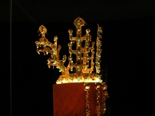 Learn about Queen Seondeok of Ancient Korea: Golden crown from the Silla Dynasty in Korea