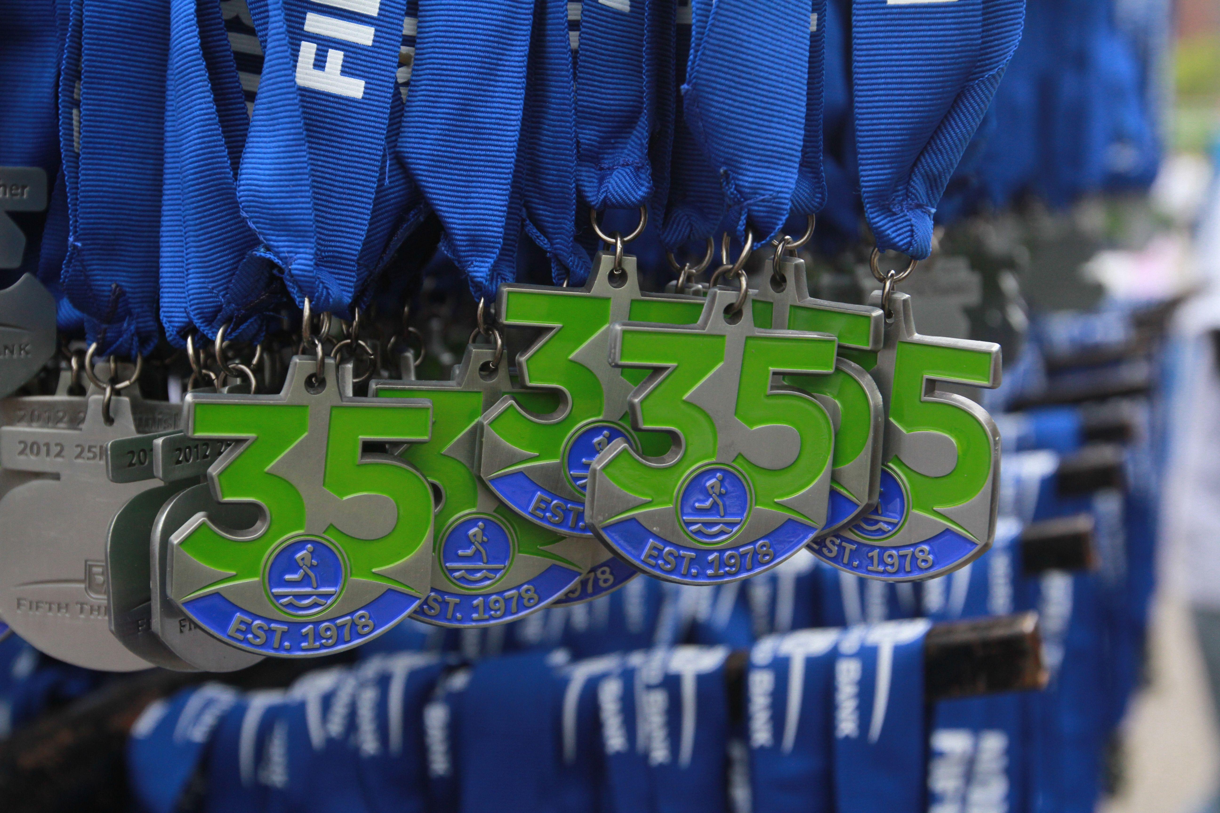 Fifth third river bank run 35 anniversary medals medallas
