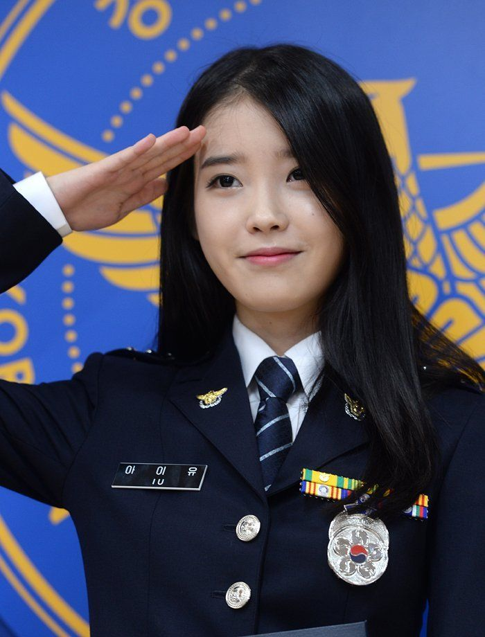 8 Gorgeous Photos Of IU The Senior Police Officer! (con imágenes)