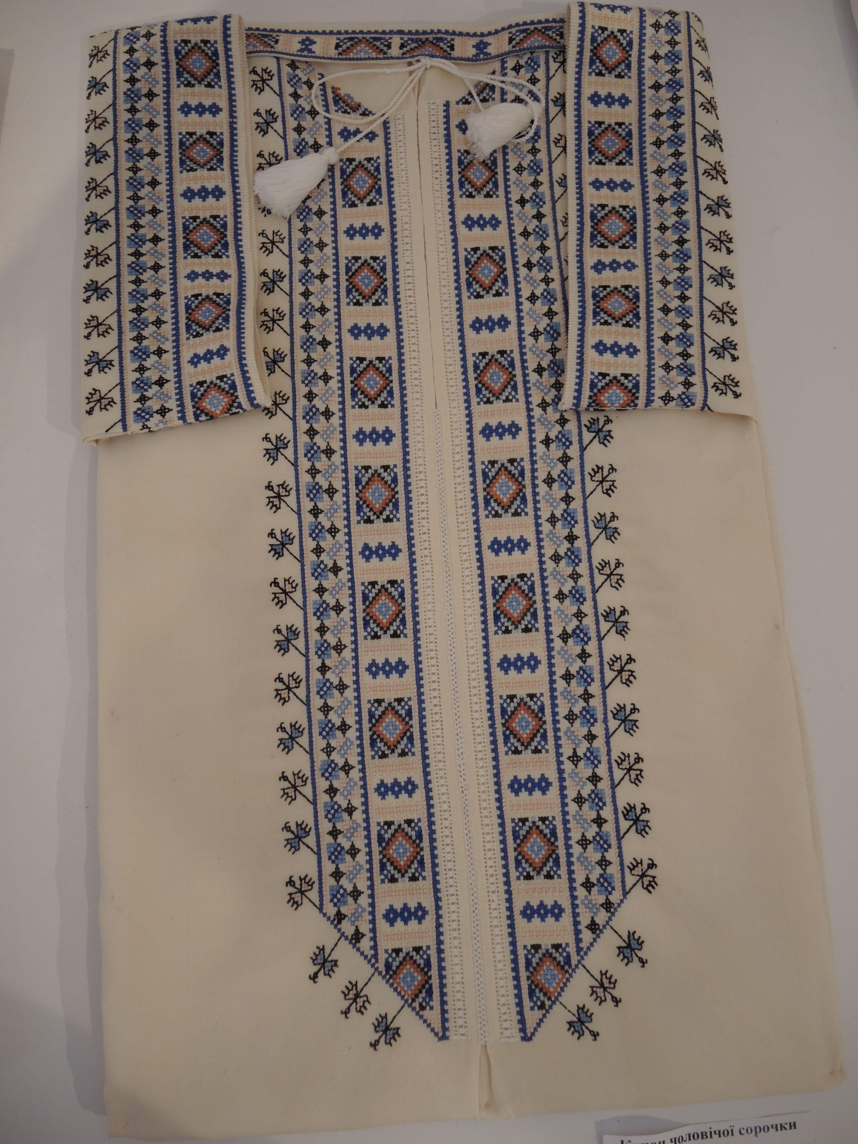 61d3c08185e4bb Купон чоловічої сорочки, виставка решетилівських майстринь у Музеї Івана  Гончара, 2015 рік
