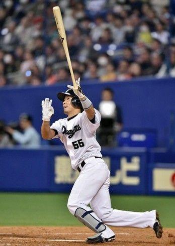 オープン戦4本塁打 開幕直後にも3本塁打を放つなど華々しい活躍を見せる福田 美しいフォロースルーも特徴の1つだ コラム写真 スポーツナビ 試合 野球 ドアラ