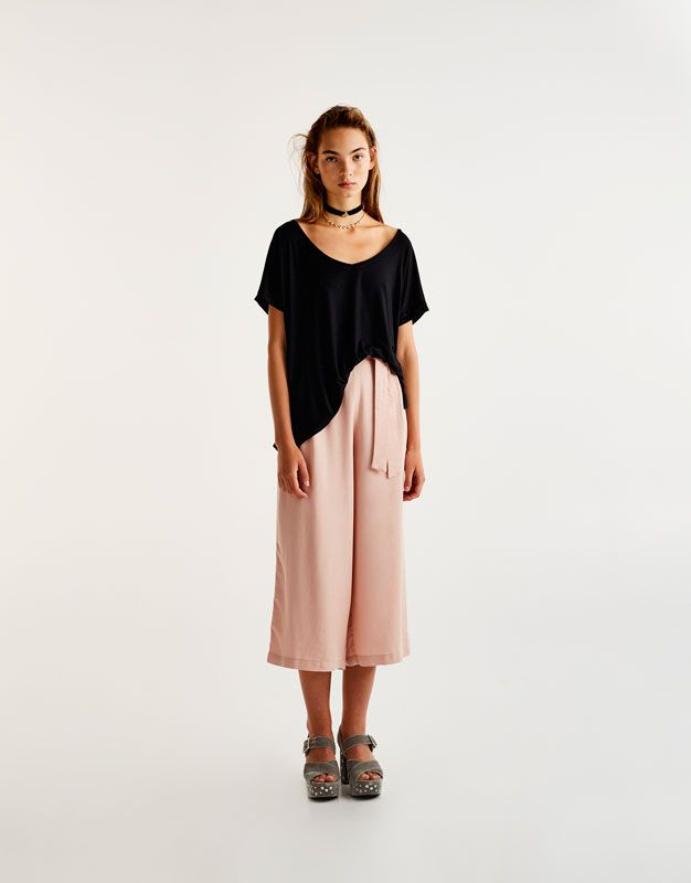 976ef08a3d Pull Bear - mujer - ropa - camisetas - camiseta básica aberturas laterales  - negro - 09233301-V2018
