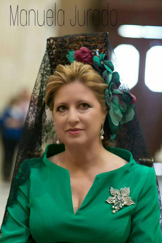 d837b9b606 Peinados para bodas Madrina con Mantilla tono verdes Peinados De Madrinas