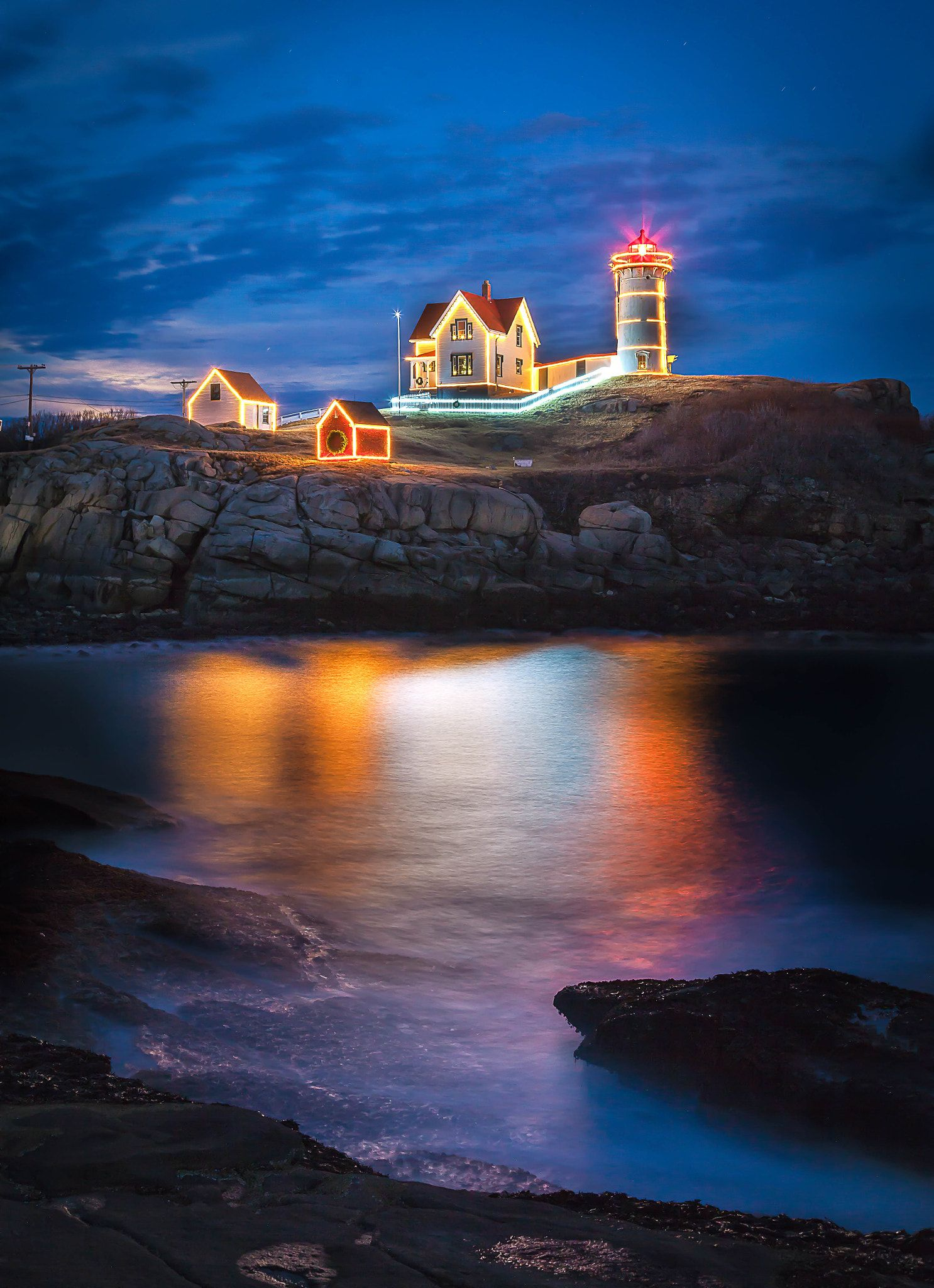 Nubble Lighthouse in Xmas Decoration - Nubble Lighthouse at York ...
