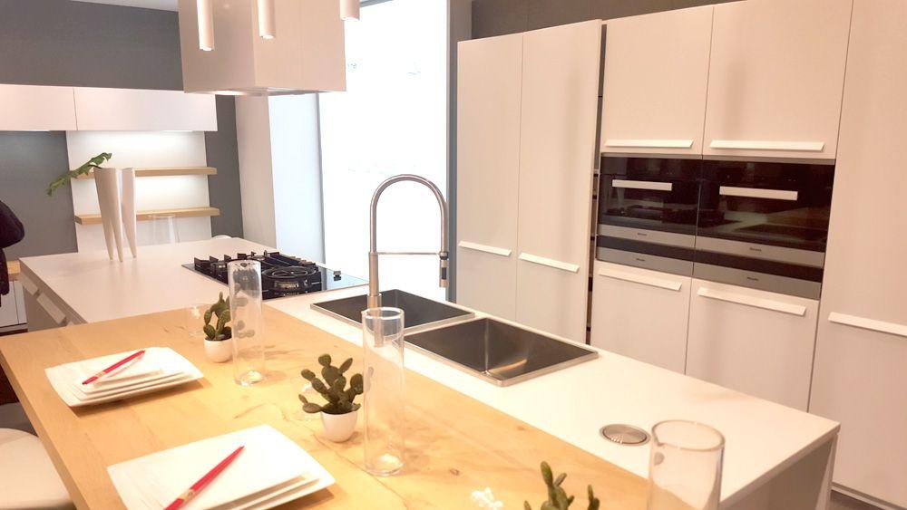 En esta cocina el protagonista es el mostrador, una plancha de ...