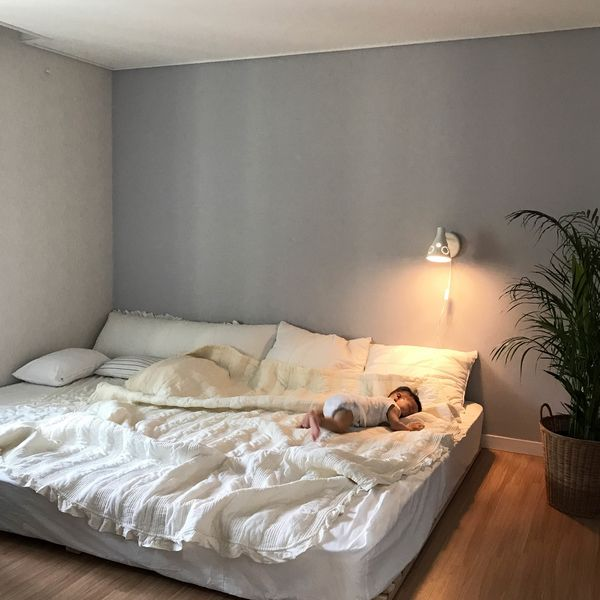 어두운 갈색톤의 집을 화이트로 시공한 30평대 아파트
