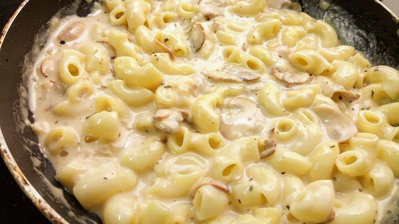 Bhai Log Ka Recipe Mushroom White Sauce Pasta Hindi Macaroni Recipes White Sauce Pasta Food