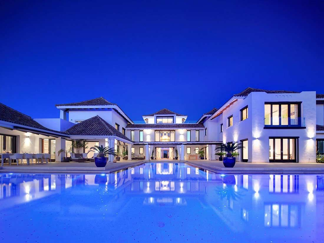 Beautiful homes luxury pool mansions luxury homes for Nice house in the world