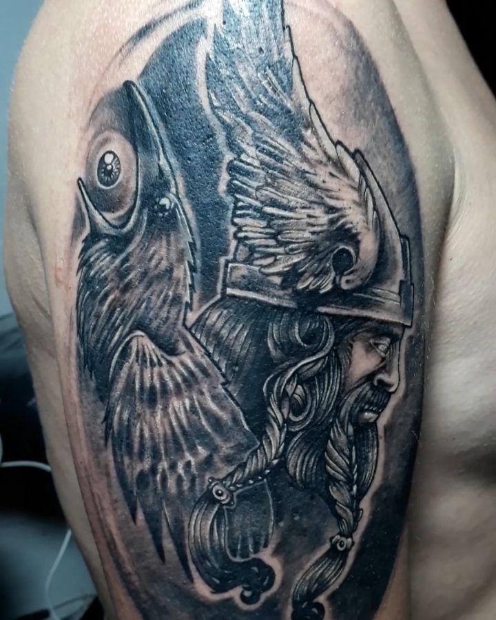 Vikingo Con el Ojo de Odin 🔥🔥🔥Puntillismo de Arrastre..Pieza Hecha con aguja 3rl...TATTOO....#realismo #artistas #arttt #artist #arttattoos ..#vikingotattoo #vikingtattooart #powertattoo #blackworktattoo  #ink #tattoo #tattoostyle  #tatuajesecuador #realistictattoo  #realism #realistictattoo
