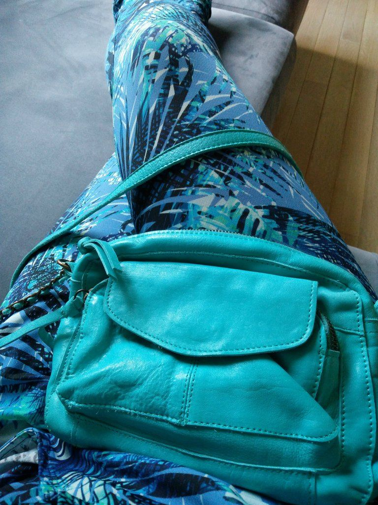 Pieces Naina pacific:  Dit was mijn eerste aankoop bij So Baggy. Een gewaagde kleur? Misschien, maar ik kan het eindeloos combineren! Toppertje voor deze zomer! Maakt me instant happy.  Groetjes,  Liesbeth