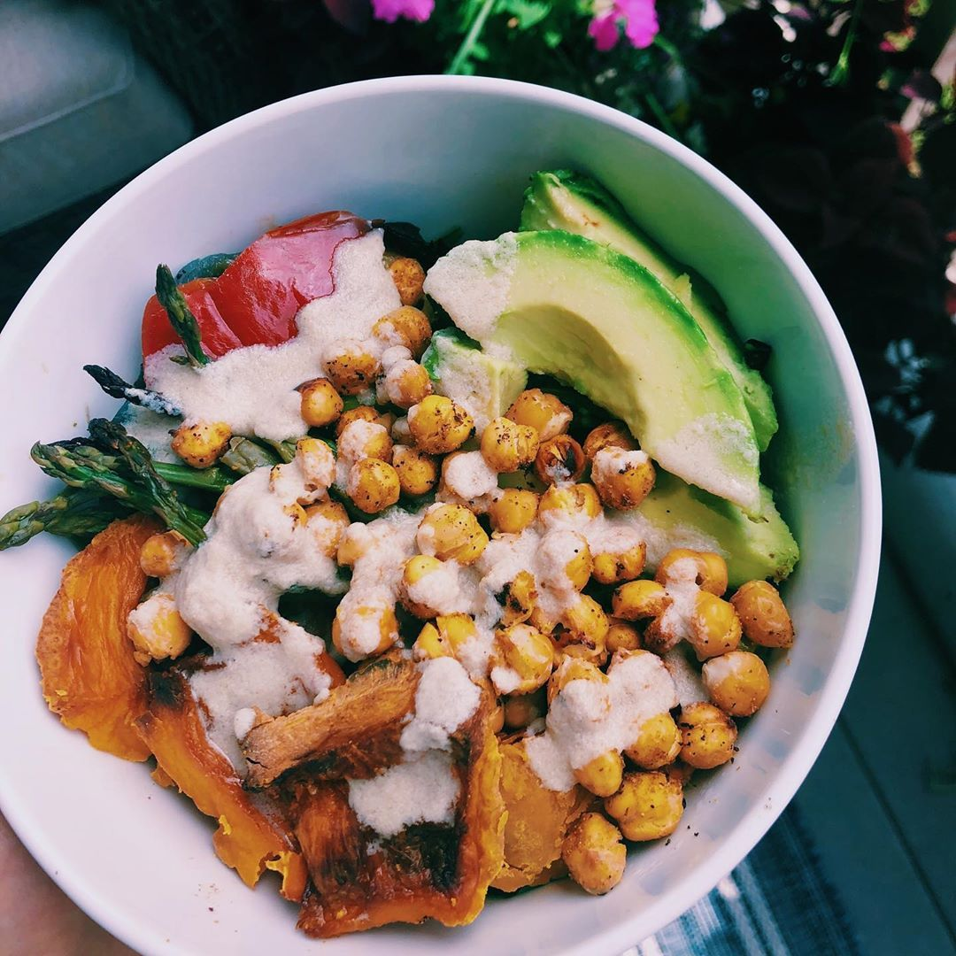 Veggie Bowl On Repeat All Week Longgg The Dressing I Made To Go With It Was Insane Spinach Topped With Tons Veggie Bowl Veggies Roasted Veggies