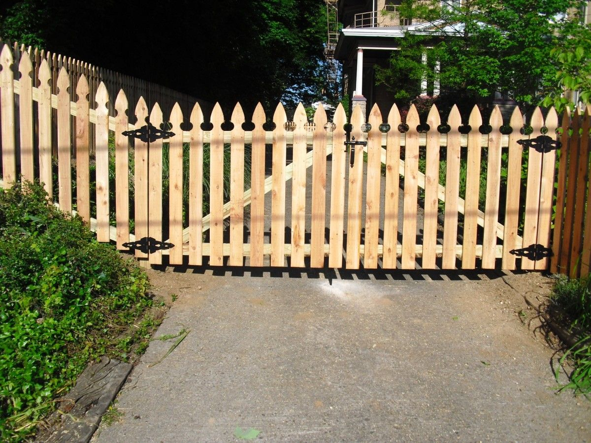 Wholesale Wood Fencing Baltimore Philadelphia Buy Fence Wholesale Offers A Variety Of Topped And Untopped Wood Fence Good Neighbor Fence Picket Fence Gate
