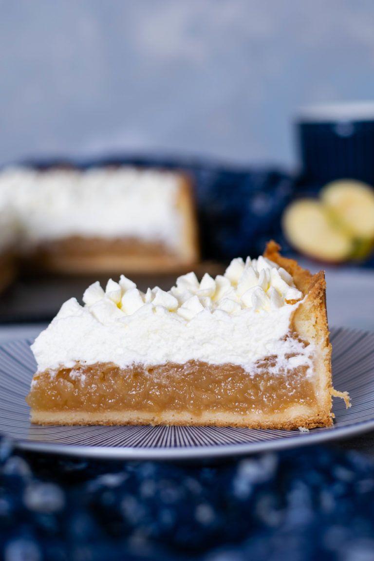 Apfelkuchen Mit Pudding Und Sahnehaube Rezept Apfelkuchen Mit Pudding Kuchen Obsttorte Rezept