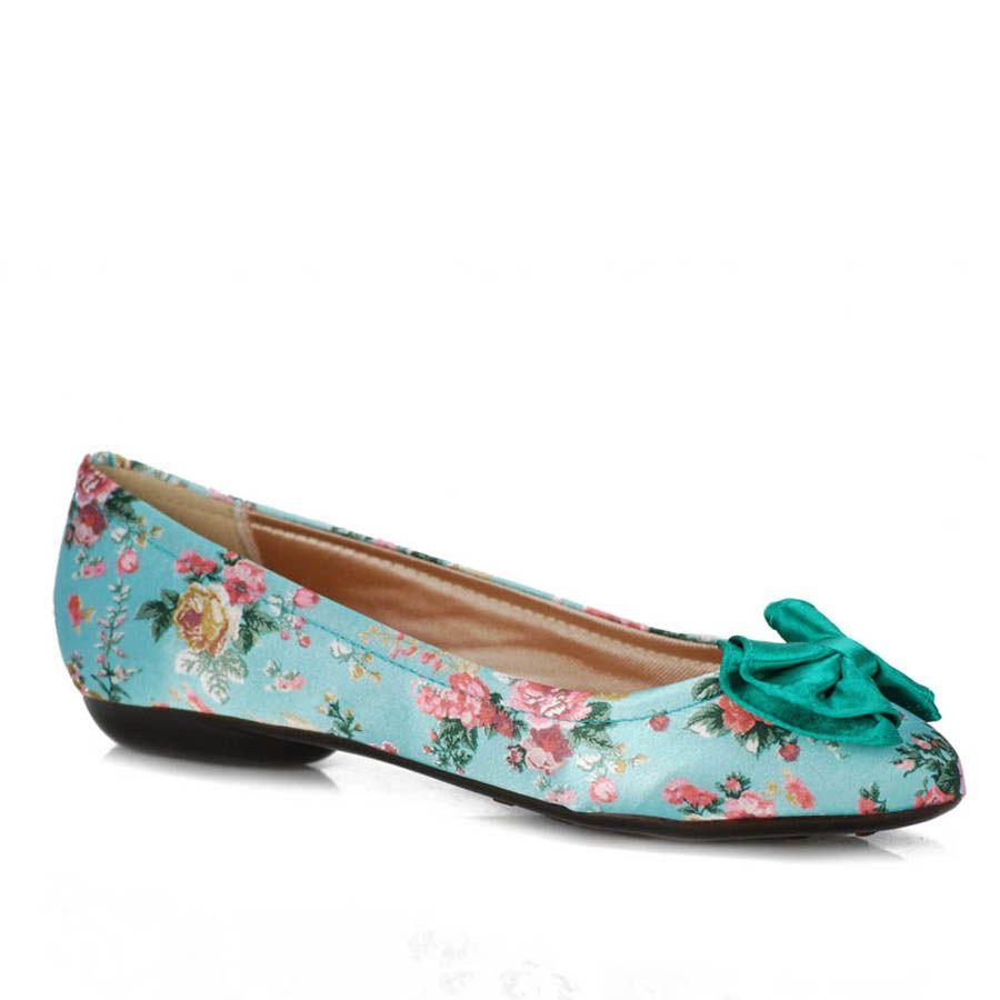 Sapatilhas florais estão em alta na moda feminina