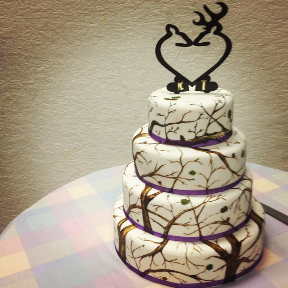 Hand painted white winter camo cake with Browning inspired topper ...